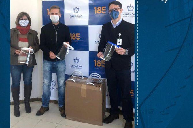 Santa Casa do Rio Grande recebe doação de protetores facias do TecnoPuc e Marista São Francisco