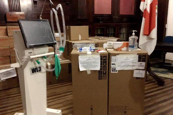 SESRS entrega EPI'S e ventiladores pulmonares à Santa Casa do Rio Grande